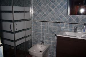 Baño del dormitorio principal de Casa Laura - Las Doncellas