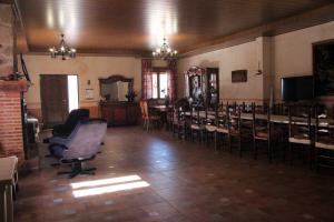 Salón Yaya Con con chimenea - Las Doncellas