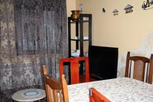 Salón con televisión del Apartamento Ruiseñor Abajo